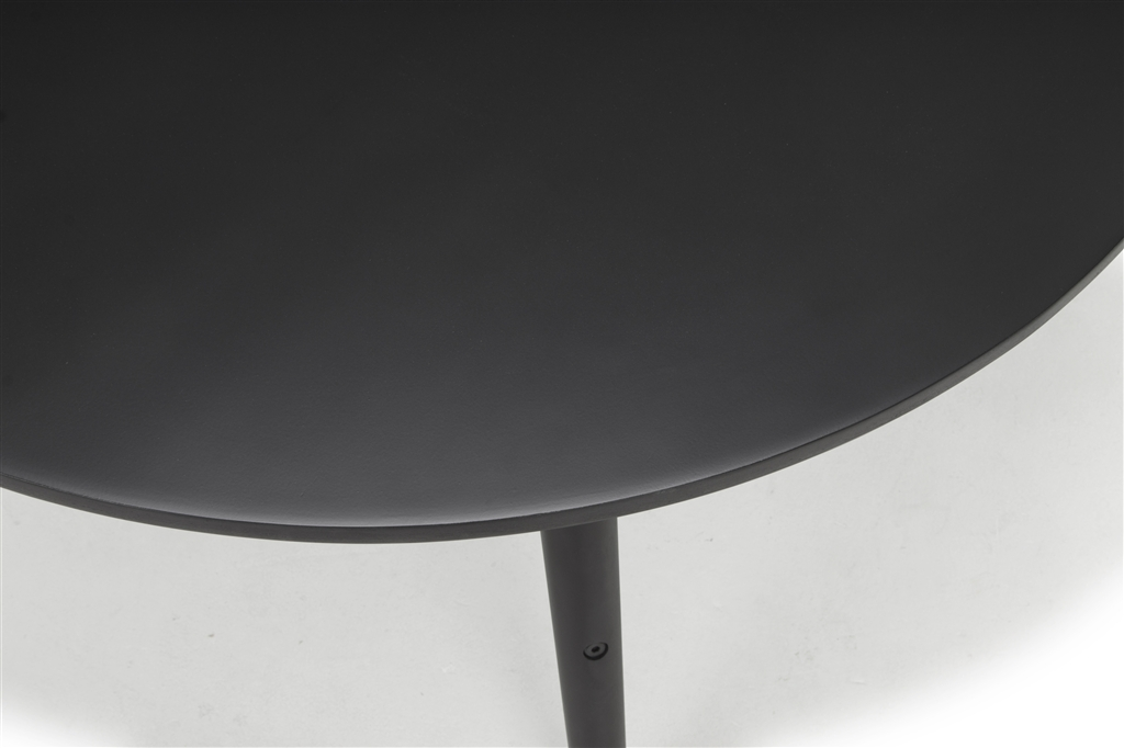 arc-1005-round-table-oak-wood-matt-black-colour-black-steel-leg-details-close-up-1