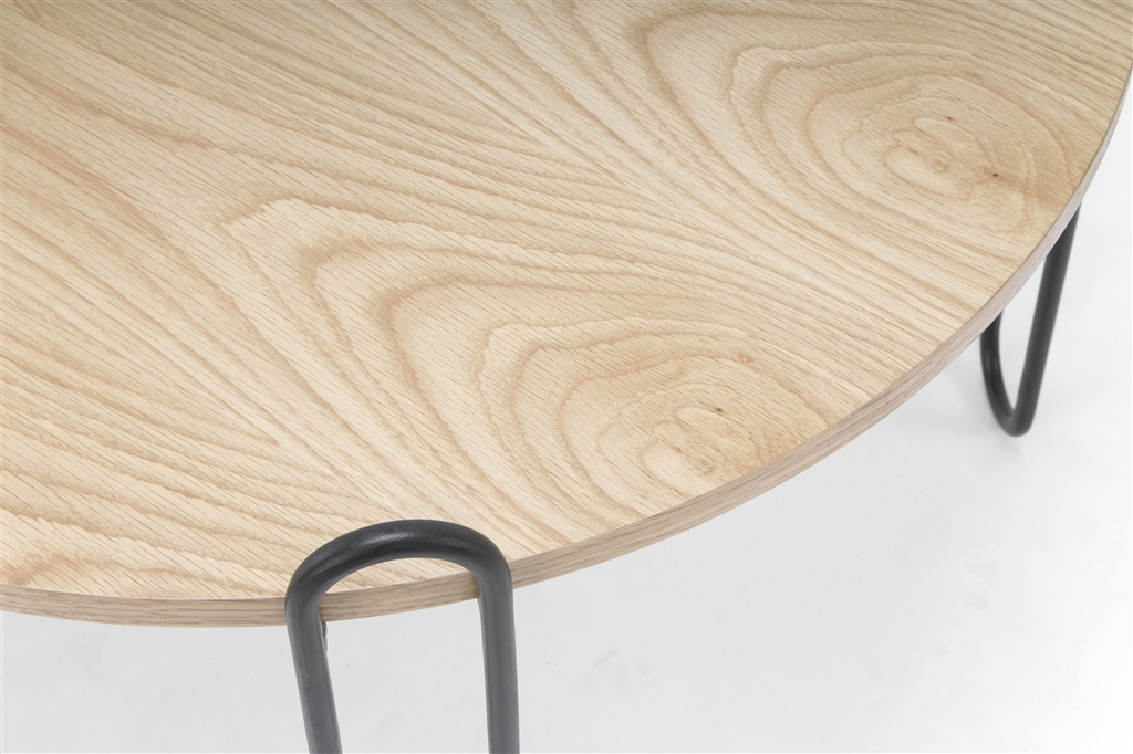 arc-1028-coffee-table-matt-black-steel-legs-top-natural-oak-close-up-1