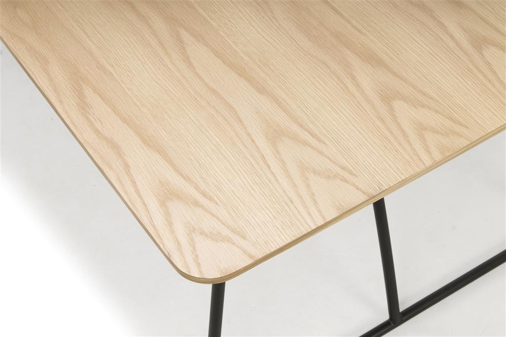 arc-1029-dining-table-200x100x75cm-matt-black-steel-legs-top-in-natural-oak-close-up-1