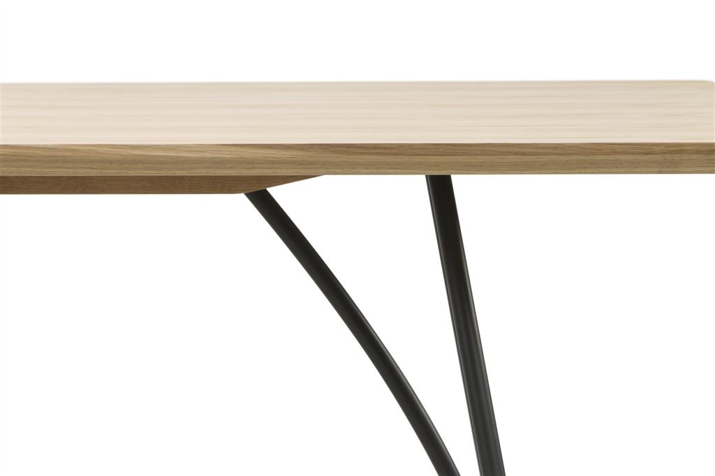 arc-1029-dining-table-200x100x75cm-matt-black-steel-legs-top-in-natural-oak-close-up-2