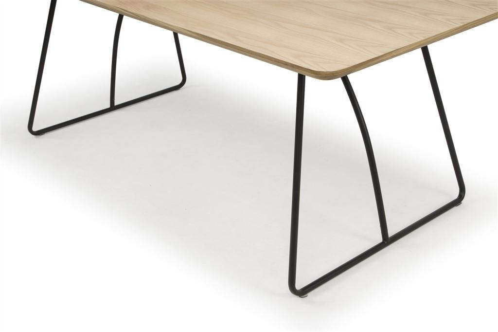 arc-1029-dining-table-200x100x75cm-matt-black-steel-legs-top-in-natural-oak-close-up