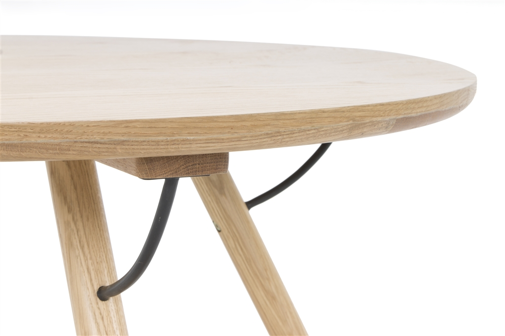 arc-1033-coffee-table-matt-black-steel-legs-top-natural-oak-matt-brass-leg-detail-close-up-2