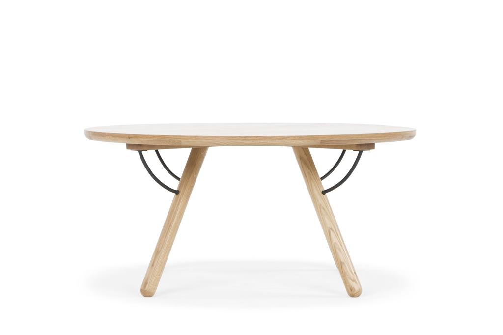 arc-1033-coffee-table-matt-black-steel-legs-top-natural-oak-matt-brass-leg-detail-side