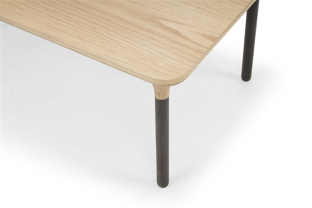 arc-1034-coffee-table-dark-grey-oak-legs-natural-oak-table-top-close-up